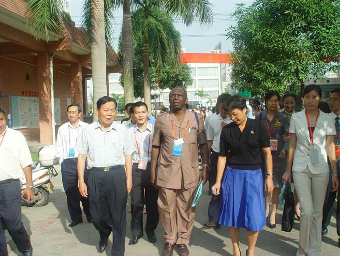 2005年11月联合国人居会议在南宁召开期间,外宾参观新兴苑