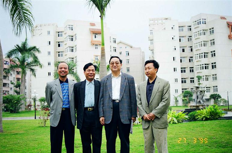 1999年3月俞正声同志视察新兴苑小区