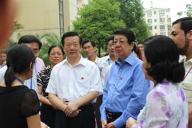 2010年10月亚洲政党专题会议在南宁召开期间,各国政党首脑、嘉宾到富宁新兴苑考察