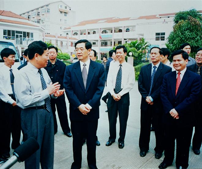 2002年2月胡锦涛同志视察新兴苑小区